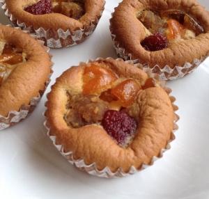 苺、金柑、五郎島金時の米粉ケーキ